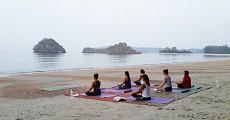 03 beach yoga
