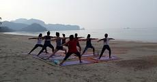 04 beach yoga